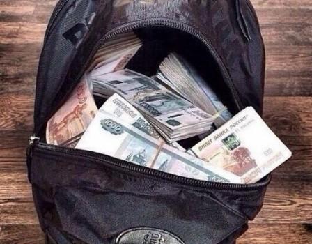 ВКирове мужчина похитил упрохожего сумку с практически 5 млн. руб.