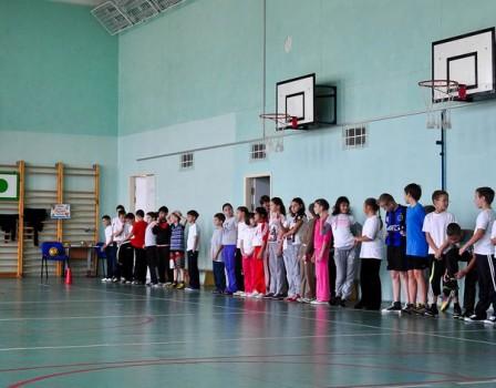 Вчепецкой школе пояснили, почему первокласснице спереломом руки невызвали скорую