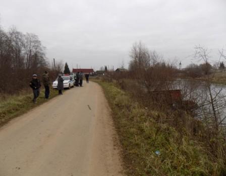 ВОрловском районе в водоем опрокинулся трактор: тракторист умер наместе