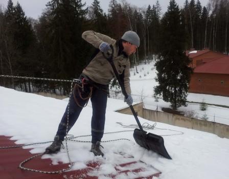 ВКирове ведется работа поустановке снегозадерживающих устройств