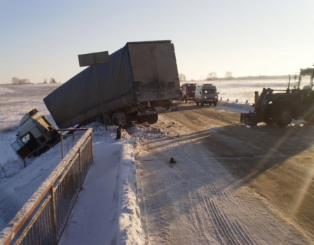 ВПижанском районе столкнулись фургон итрактор