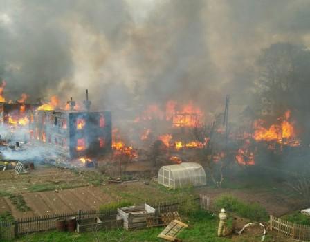 ВОрлове сгорел целый квартал: пожарные эвакуировали 70 человек