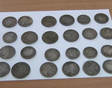 Кировчанин купил уцыгана поддельные царские монеты за60 тыс. руб.