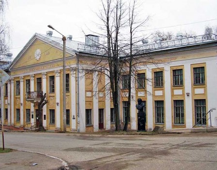 Вбиблиотеке Герцена гардеробщица пнула 12-летнюю девочку