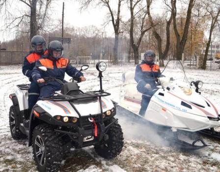 Кировские cотрудники экстренных служб получили новые квадроциклы иснегоходы