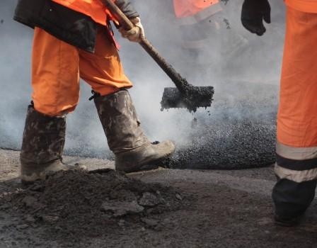 ВКировской области ремонт дорог изготовлен наполовину