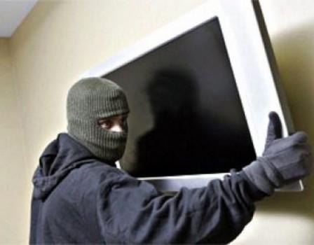 Кировчанин снял квартиру ивынес изнеё всю бытовую технику имебель